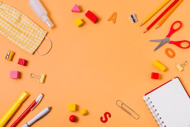 Torna al concetto di scuola con spazio di copia