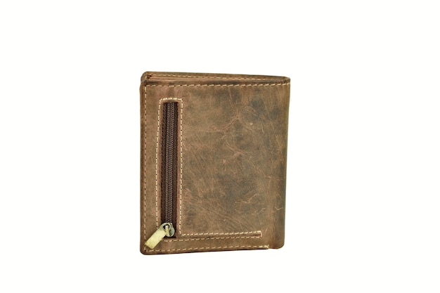 Vista posteriore del portafoglio in pelle con cerniera isolato su sfondo bianco