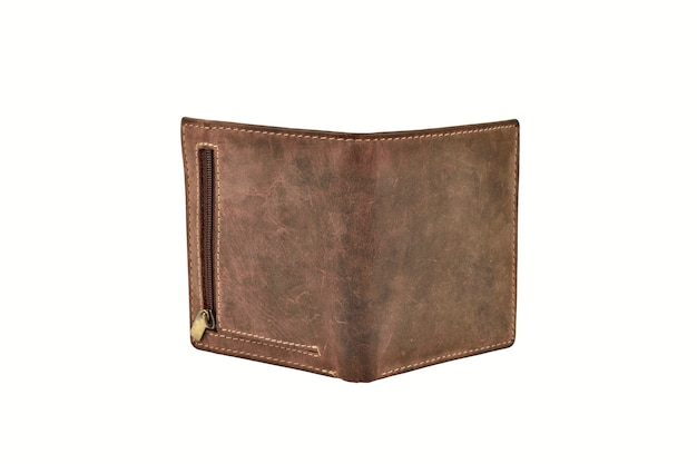 Vista posteriore del portafoglio in pelle aperto isolato su sfondo bianco
