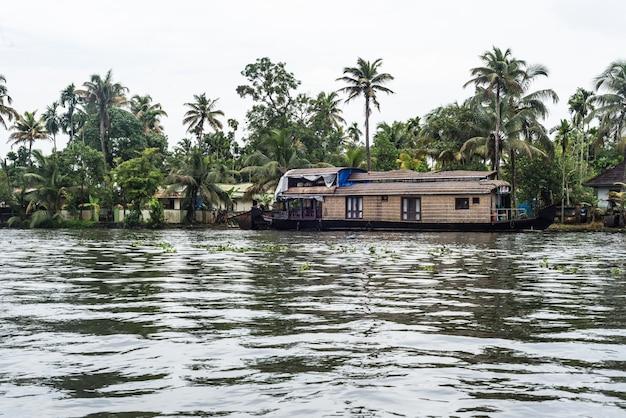 Indietro acque kerala india fiume