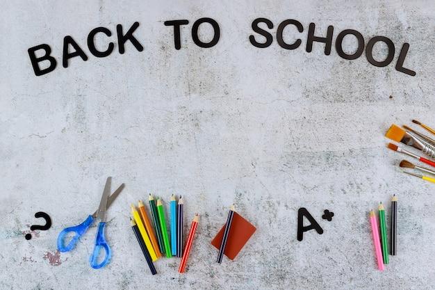 Sfondo di torna al concetto di scuola con copia spazio.