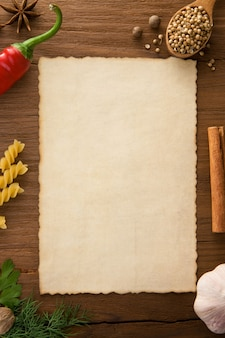 Sfondo per cucinare ricette e spezie sulla tavola di legno