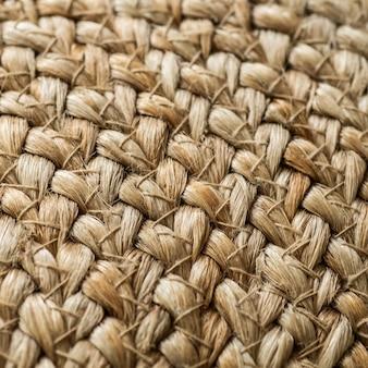 Sfondo incrociato con basi in paglia, borsa con paglia, fatto a mano, artigianale. la consistenza dei sacchetti di paglia verniciati si chiuda.