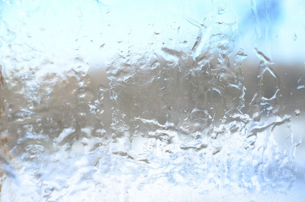 Sfondo della trama cristallina del ghiaccio sulla superficie del vetro