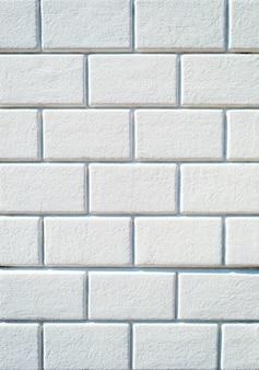 Sullo sfondo di un muro di mattoni bianchi vuoti texture