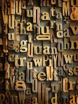 Sfondo formato con casi di lettere in legno d'epoca