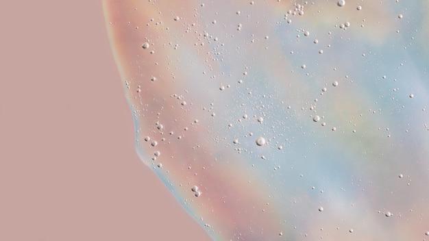 Sfondo da gel cosmetico con bolle sulla trama olografica copia spazio per testo o design