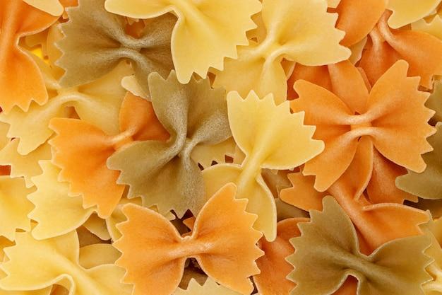 Sfondo di pasta multicolore. prodotto naturale. vegetariano. avvicinamento.