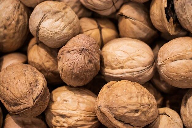 Sfondo di noci da vicino. fonte di proteine salutari
