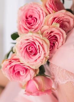 Immagine di sfondo di rose rosa