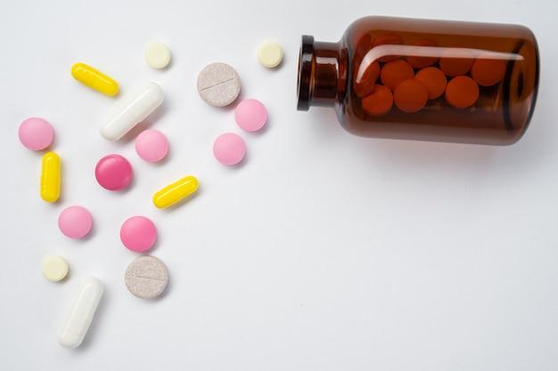 Sfondo fatto di pillole colorate.