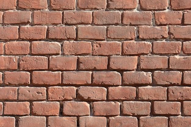 Sullo sfondo di un vecchio muro di mattoni rossi vintage texture