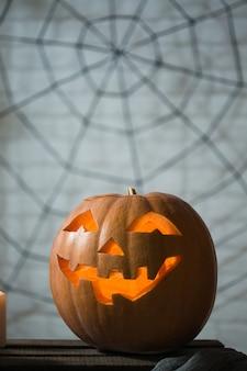 Sfondo delle candele pumpkin spiders e altri attributi della vacanza autunnale happy halloween