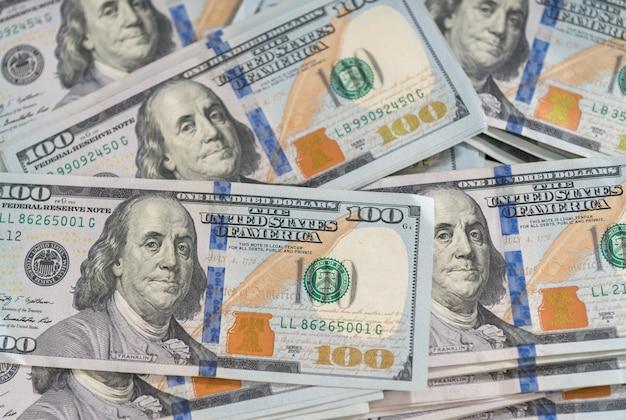 Texture di sfondo di banconote da 100 dollari americane in un overhead flat lay full frame view