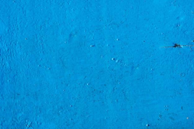 Trama di sfondo. vecchia superficie di legno polverosa dipinta con vernice blu. vista dall'alto. copia spazio