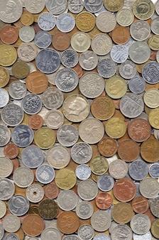 Sfondo con monete di diversi paesi