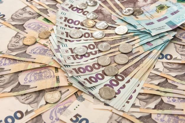 Sfondo con soldi ucraini per il design. uah. nuove note 500 e 1000. concetto di risparmio di denaro
