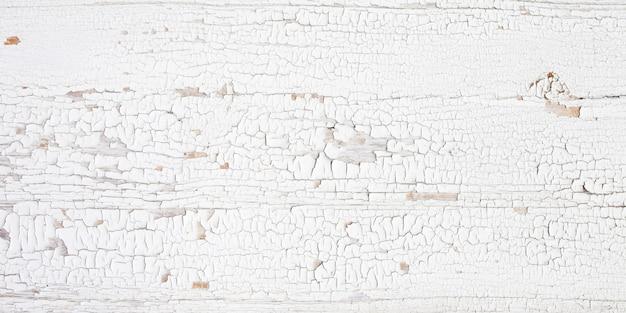 Tavola di legno di sfondo con vernice incrinata. bianco: buccia di legno.