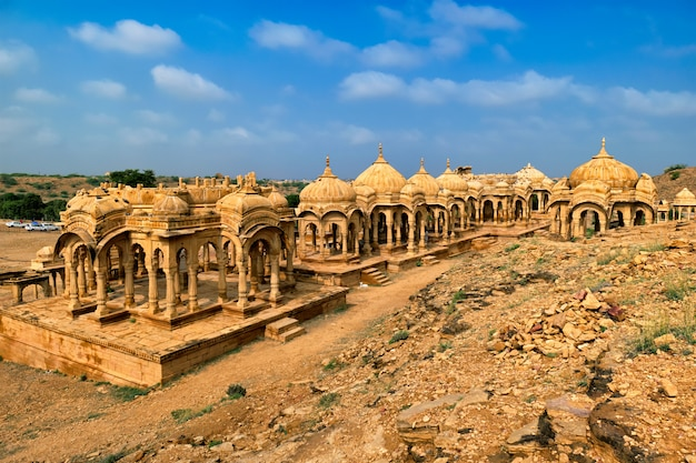 Mausoleo tomba indù cenotafi di bada bagh. jaisalmer, rajasthan, india