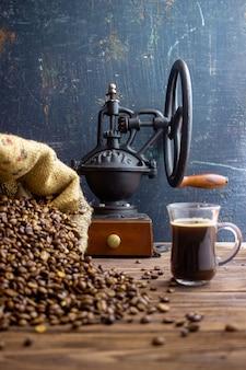 Sacchetto di chicchi di caffè e caffè vintage