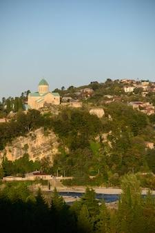 Punto di riferimento molto famoso della cattedrale di bagrati a kutasi, georgia