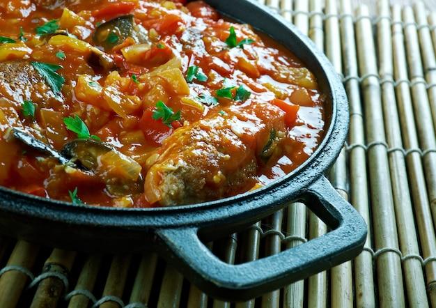 Bahñ evan koftesi o polpette dei giardinieri - kofte turco con verdure di stagione.