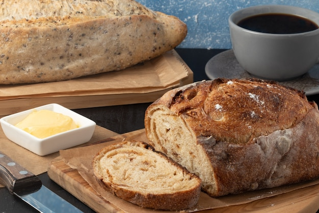 Pane al forno con caffè nero.