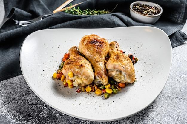 Cosce di pollo al forno con verdure