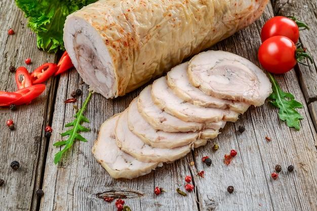 Rotolo di pollo al forno con spezie e verdure
