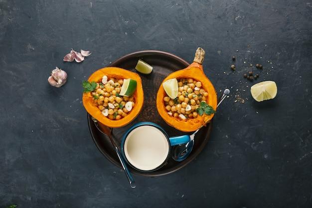 Zucca di hokkaido al forno con ceci con ceci dieta alimentare