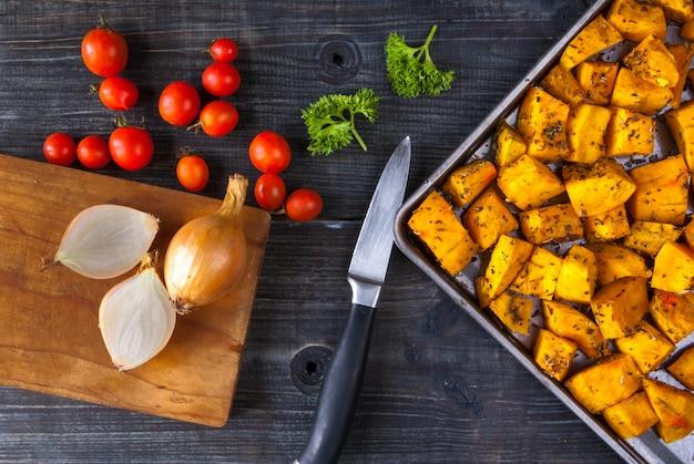 Fette di zucca al forno con spezie e olio