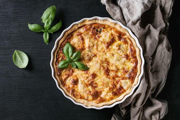 Torta di quiche al forno con verdure