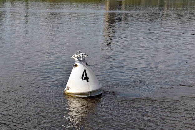 Bakin nuota nel fiume