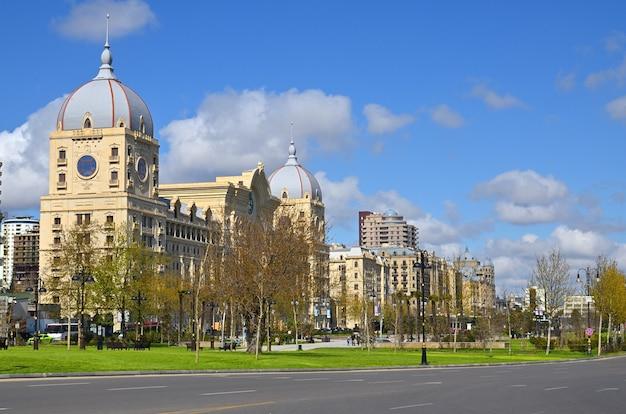 Baku azerbaijan la capitale dell'azerbaigian moderno situata sulle rive del mar caspio, la città di baku