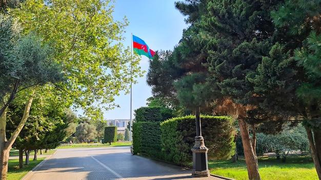 Baku boulevard, bandiera dell'azerbaigian baku, azerbaigian