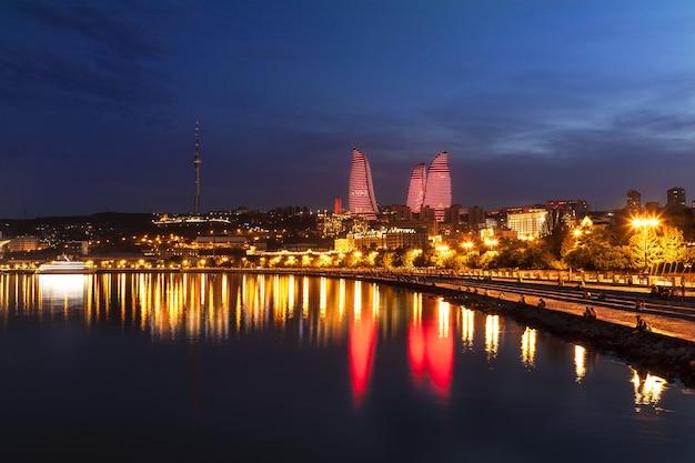 Baku city caspian sea boulevard di notte