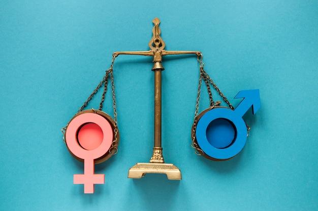 Equilibrio che simboleggia il concetto di pari diritti