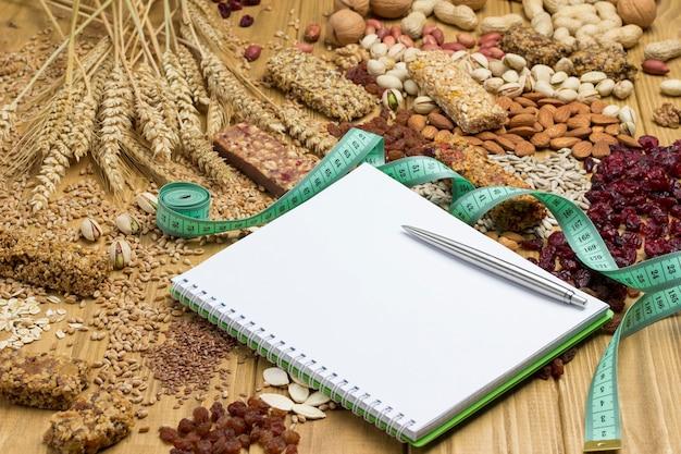 Snack vegano bilanciato, barretta proteica ai cereali.