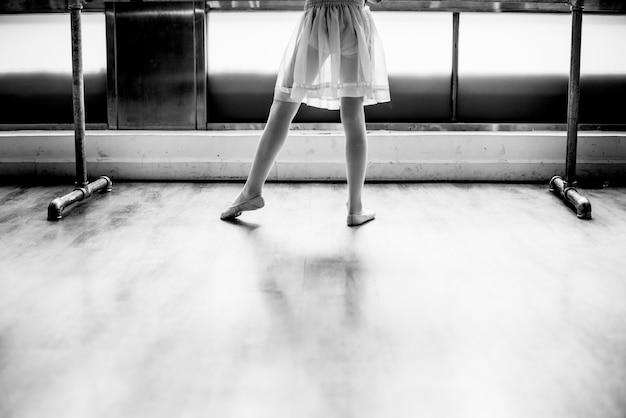 Concetto innocente di pratica di ballo di balletto della ballerina