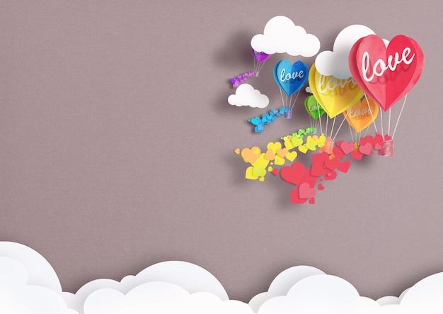 Palloncini a forma di cuore dipinti in colori lgbt che volano tra le nuvole con amore su di loro. concetto di libertà e tolleranza Foto Premium