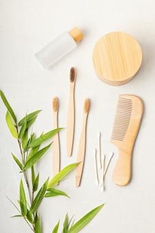 Articoli da toeletta in bambùetico, sostenibile, zero sprechi, nessuna idea di stile di vita in plastica vista dall'alto, mockup piatto