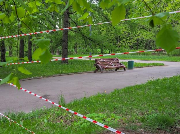 Il divieto di entrare nel parco cittadino quarantena pandemica di coronavirus