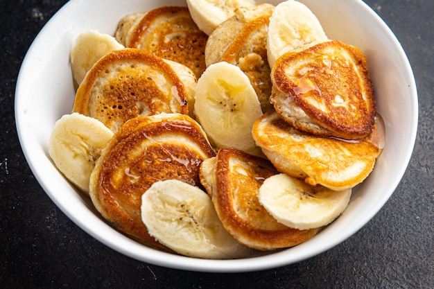 Pancake alla banana frutta colazione sciroppo miele delizioso dolce dolce fetta pasto fresco spuntino