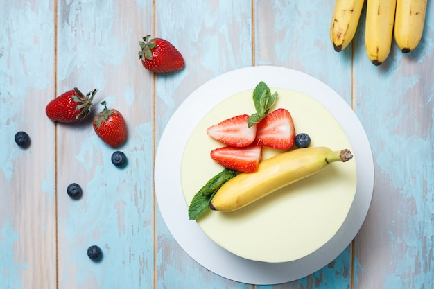 Torta alla banana e fragole