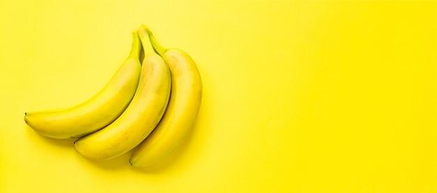Banane frutta fresca pronta da mangiare sul tavolo