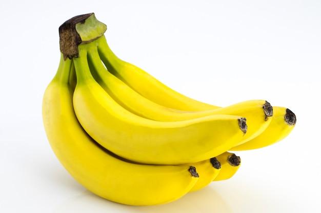 Le banane isolate su sfondo bianco