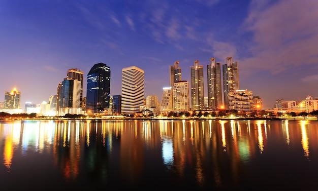 Bangkok, capitale della thailandia al tramonto Foto Premium