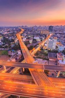 Vista superiore della superstrada e della strada principale di bangkok, tailandia
