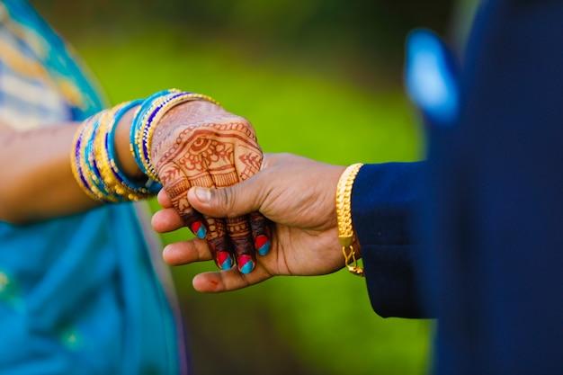 Mano sposa braccialetti