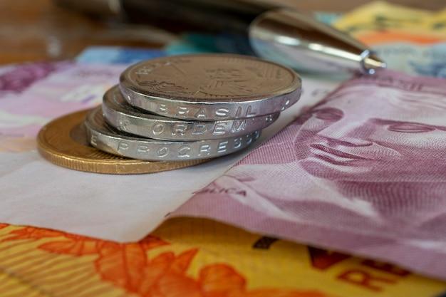 Banconote e monete del vaglia brasiliano e progresso brasile